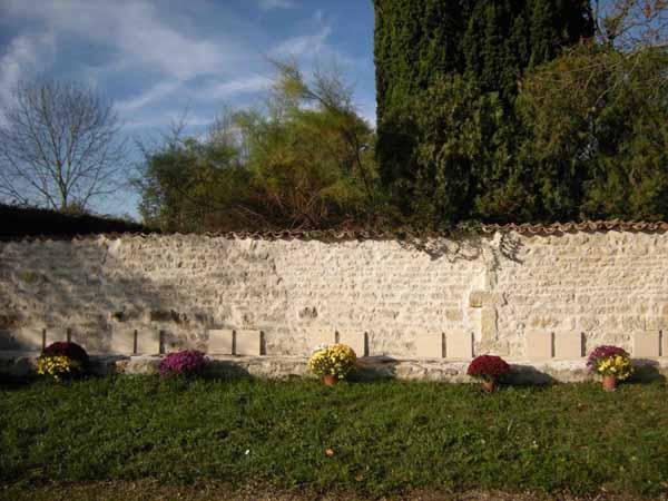 mur cimetière prailes 79 2.jpegpetit