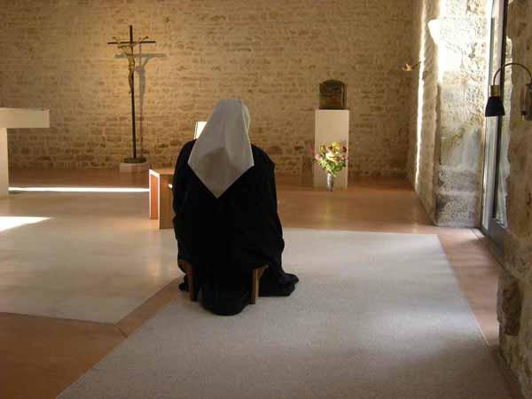 soeurs priere prailles 79 2.jpegpetit